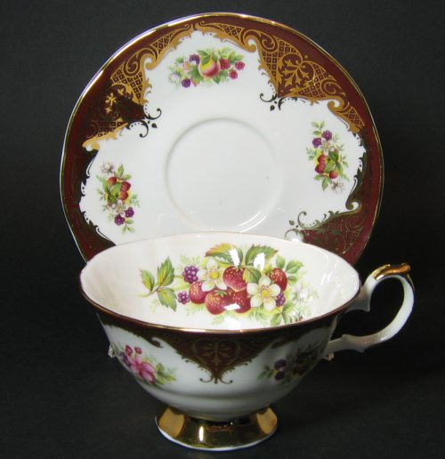 Elizabethan Staffordshire Teacup Gilt Burgundy Wine