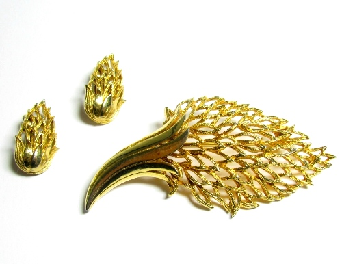 Coro Leaf Brooch with Earrings